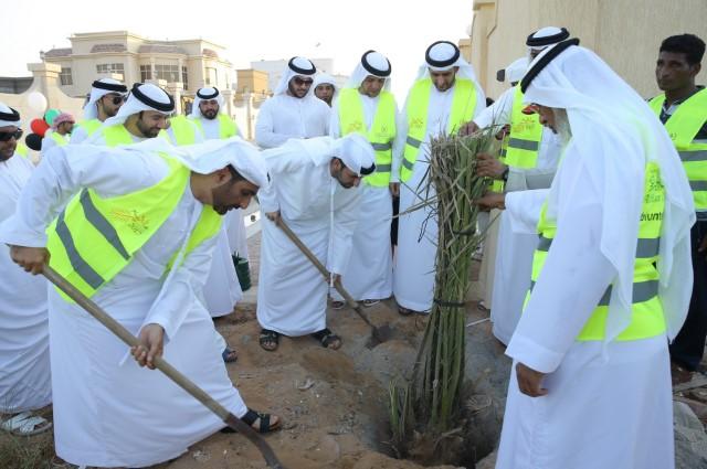 فريق سواعد المحاكم التطوعي يشارك في مبادرة نخلة خليفة